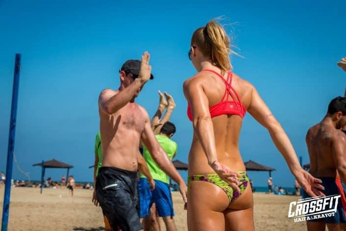 אנשים יפים, זיעה, שמש ואנרגיות באימוני החוף של קרוספיט חיפה