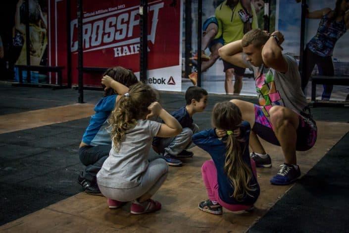 המאמן איגור עם קבוצת הילדים המדהימה שלנו בקרוספיט חיפה